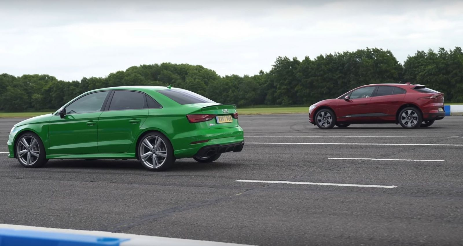 400-hp-audi-rs3-drag-races-400-hp-jaguar-i-pace-ev