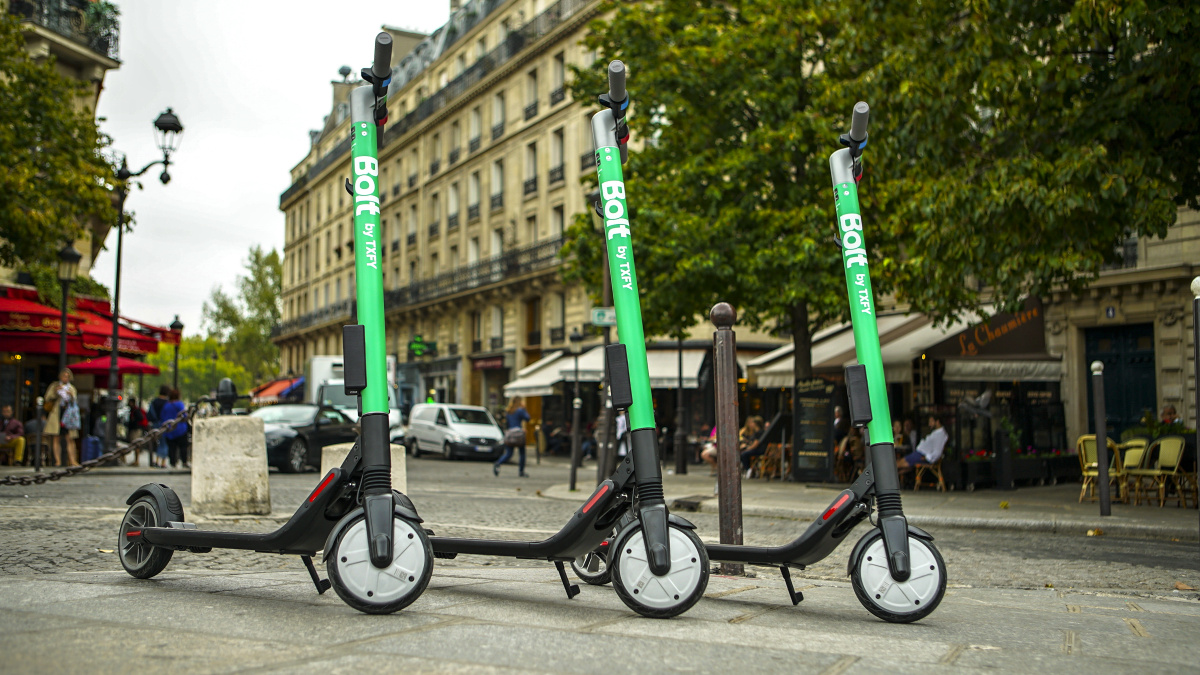 Bolt by Taxify Scooters in Paris 2