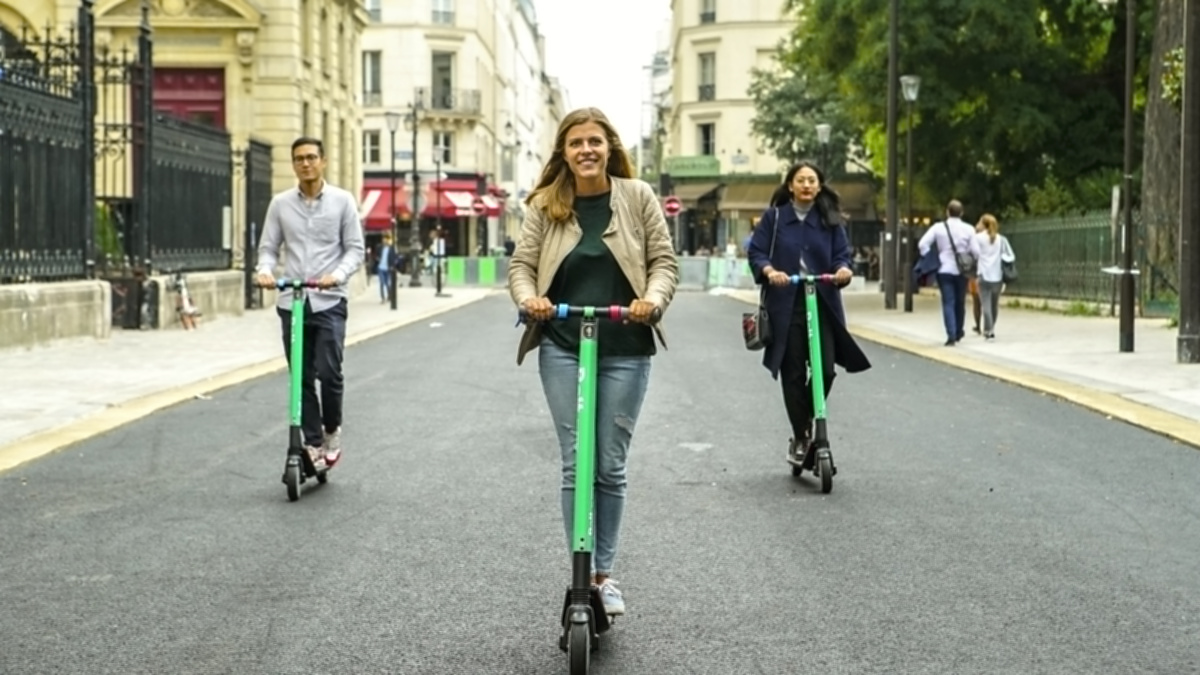 Bolt by Taxify Scooters in Paris 3