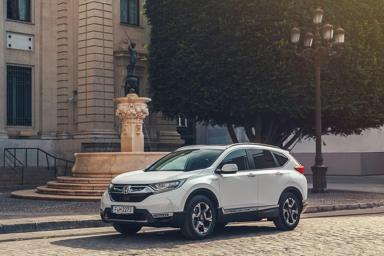 Honda CR-V Hybrid Front Three Quarter