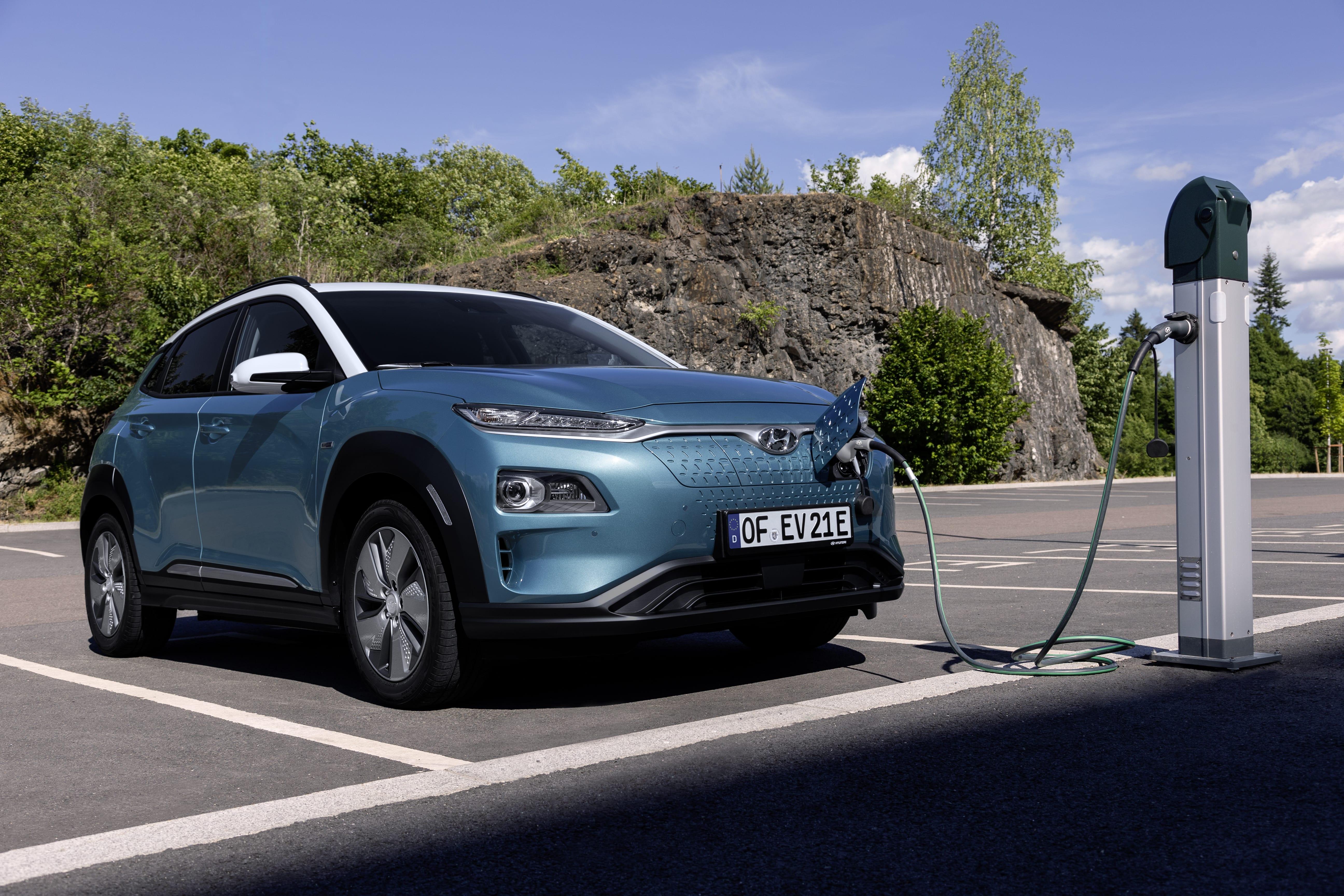 Hyundai-KONA-Electric-vitez-ankety-Zelene-auto-roku-2018-1