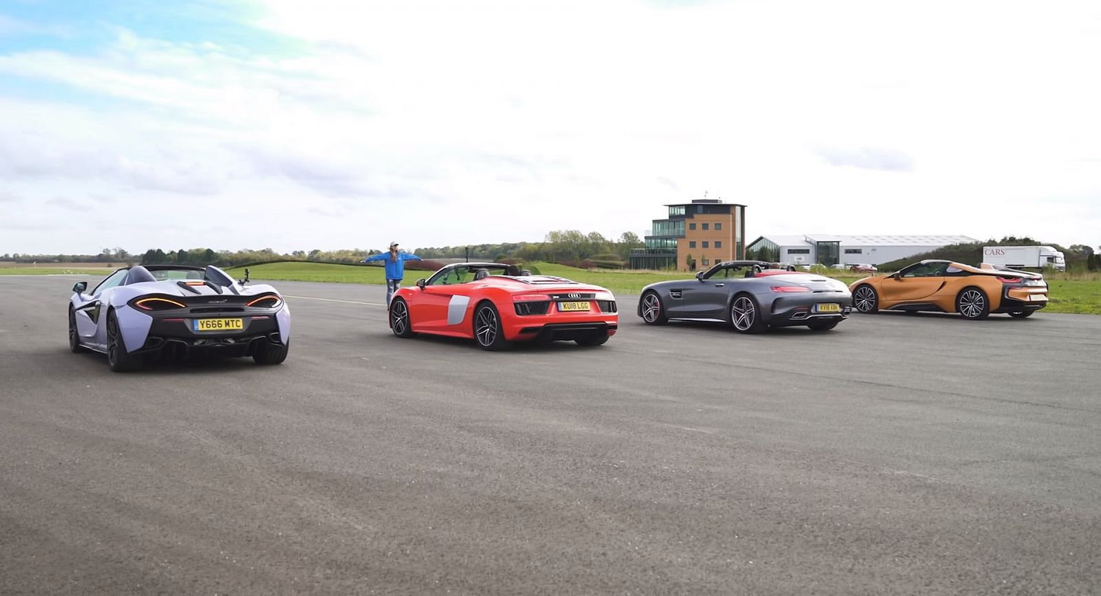 Audi-R8-BMW-i8-McLaren-570S-Mercedes-AMG-GT-C-sprint-video