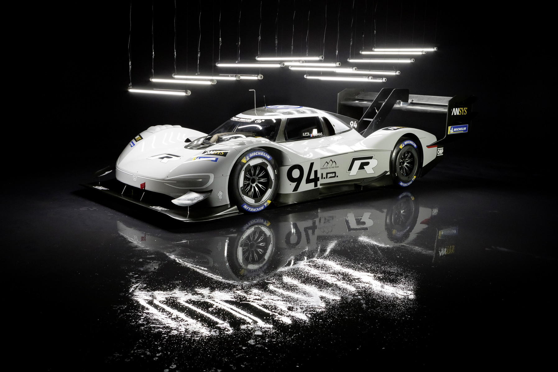 "Electrifying a wide audience: Volkswagen ID. R crowned ""Race"