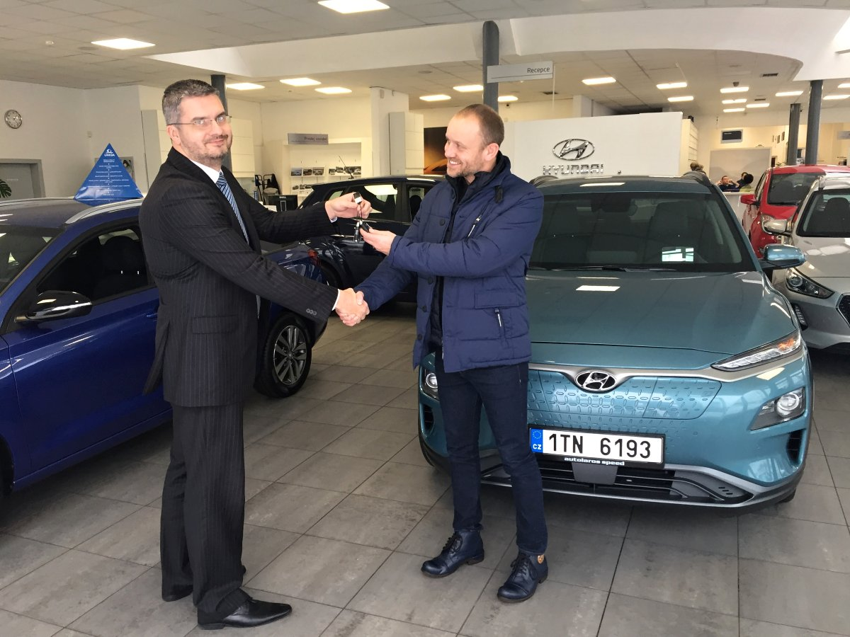 Elektromobil-Hyundai-KONA-Electric-vyzkum-vysoka-skola-Ostrava- (1)