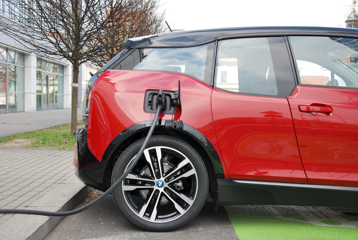 test-elektromobilu-bmw-i3s-37